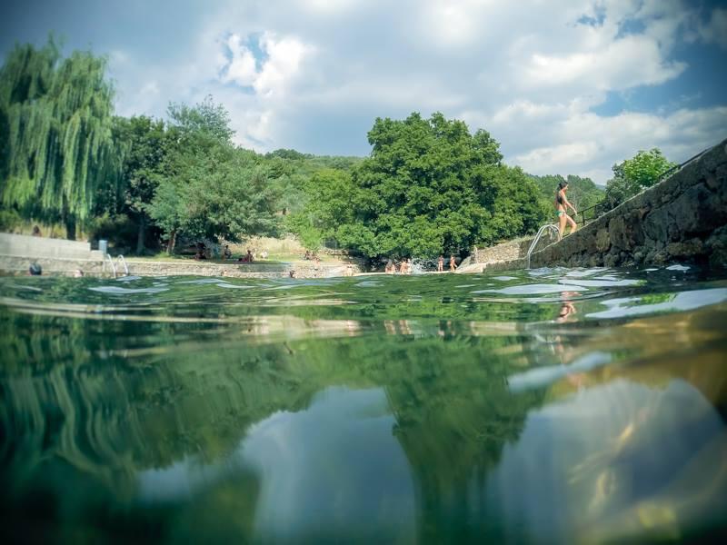 Fotos de piscinas naturales trendy fotos de piscinas for Piscinas naturales de navaluenga